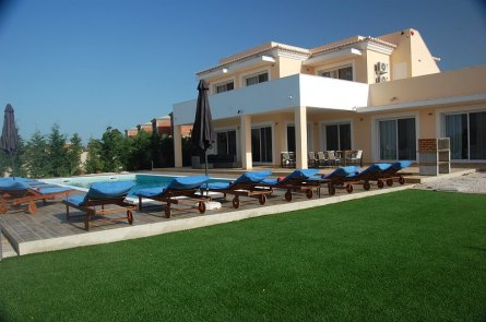 villa-mediterraneo-pool-and-casa